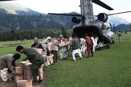 男子从卡拉姆形成产业链要卸载直升机图片