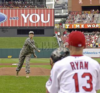 打球的士兵球员图片