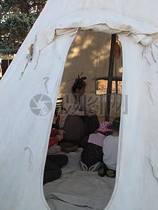 户外帐篷居住图片