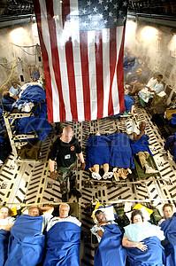 躺在国旗下的人图片