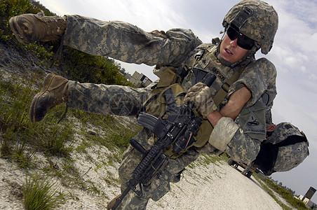 格斗中的士兵图片