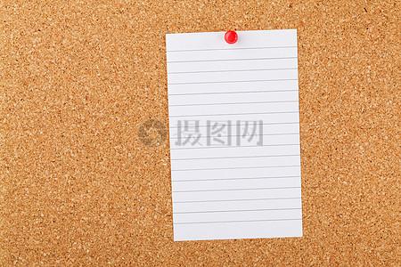 注意:在软木板上的纸张图片