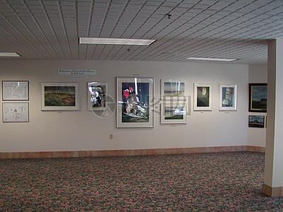 室内墙壁上的框画图片