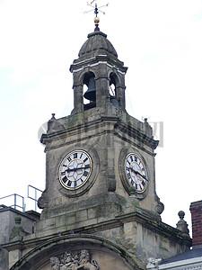 年代久远的钟楼图片