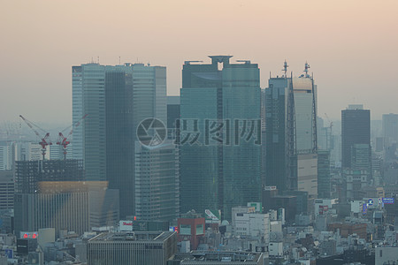 雾蒙蒙的建筑图片