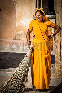 印度女人拿着扫把图片