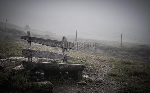 古老的木椅子图片
