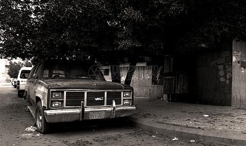 黑白的老旧汽车图片