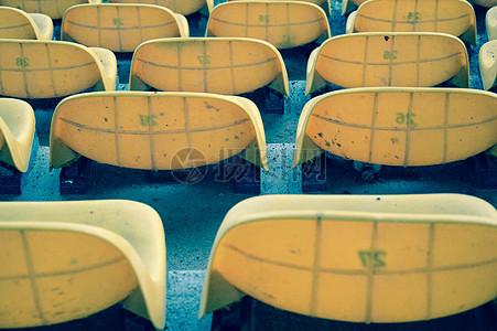 一排排的凳子图片
