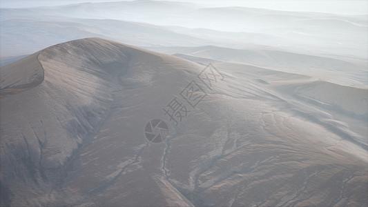 雾中红色沙丘的空中雾中的红色沙丘图片