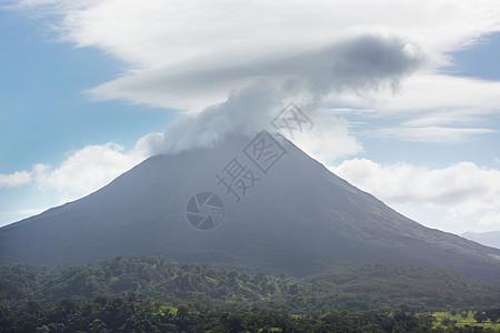 中美洲风景如画的埃纳尔火山图片