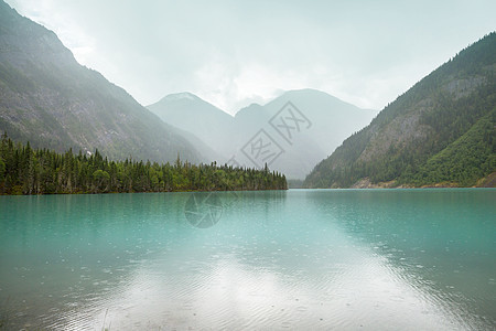 美丽的金尼湖罗布森山省级公园,加大洛基,列颠哥伦比亚省,加大图片