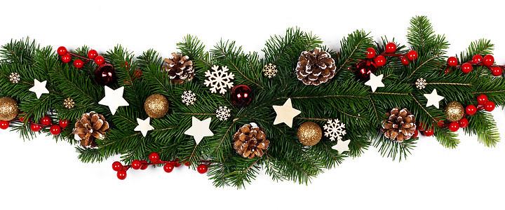 圣诞边框条纹的树枝白色背景与隔离,红色金色装饰,浆果,星星,锥圣诞树树枝的圣诞框架图片