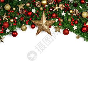 圣诞边框的树枝围绕白色背景与隔离,红色金色装饰,浆果,星星,锥圣诞树树枝的圣诞框架图片