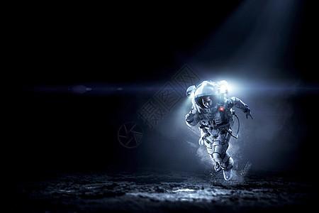 宇航员穿着宇航服行星表面跑步宇航员跑得很快图片