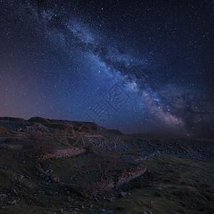 令人震惊的充满活力的银河复合图像废弃的Foggintor采石场达特穆尔与耙软阳光废墟废弃的建筑物图片