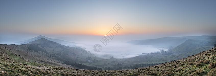 美丽的冬季日出景观图像的大岭英国的高峰地区与云倒置雾希望谷与可爱的橙色辉光图片