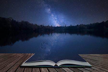惊人的惊叹的充满活力的银河复合图像静止的湖泊景观上神奇的故事书中的页面中出来图片