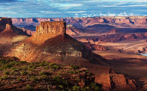 徒步旅行美国犹他州峡谷地公园图片