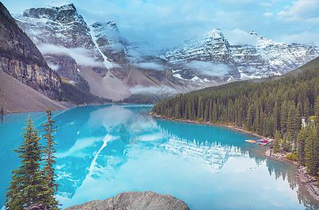 美丽的绿松石水域的冰碛湖,白雪覆盖的山峰加大夫公园图片
