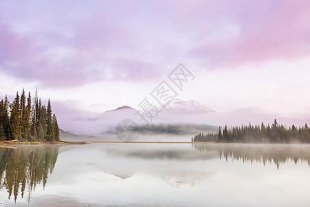 宁静美丽的湖早晨的山脉,俄勒冈州,美国图片