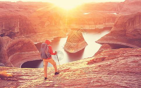 寻常的自然背景反射峡谷波威尔湖,犹他州,美国鼓舞人心的徒步旅行场景人们休息美丽的日落点图片