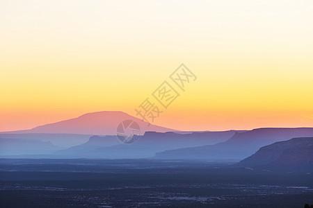 美丽的自然背景日落时的山影图片