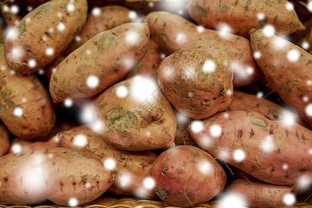 蔬菜,收获,食物销售红薯篮子雪把红薯关篮子里图片