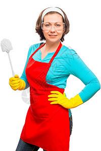 一个女人的垂直纵向肖像她准备清理在白色背景下被隔离的厕所图片