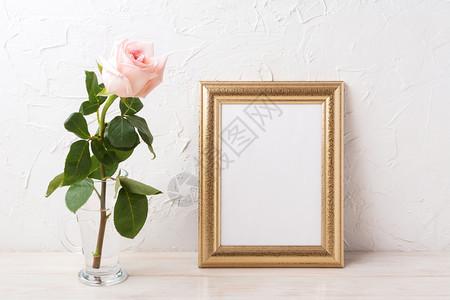 金架模型以温柔的粉红玫瑰制成玻璃空框模型用于展示艺术品金架模型以温柔的粉红玫瑰制成玻璃图片