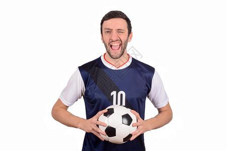年轻人的肖像与足球在工作室体育概念图片