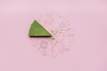 粉色无缝背景的蛋糕片和碎屑一红茶最后一块馅饼图片