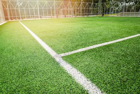 足球场野外绿草场运动户白线中心和目标网背景图片