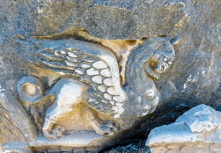 土耳其艾丁迪迪姆迪迪玛阿波罗神庙的狮鹫浮雕阿德顿城墙上楣壁柱柱顶详图阿波罗神庙在迪迪姆艾丁土耳其迪迪玛图片