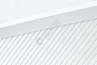 白色室外修建屋檐布景图片
