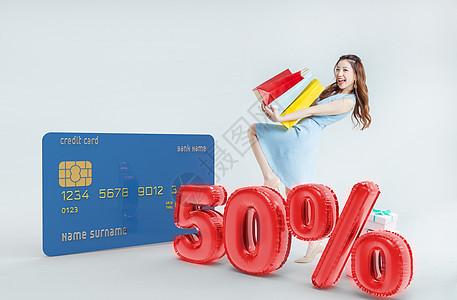 女性银行卡消费图片