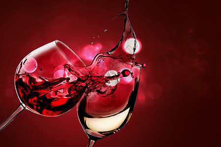 红酒碰杯图片