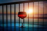 夕阳下的红酒图片