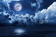 夜空上的月亮图片