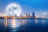 城市上空的圆月图片