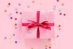 粉色礼盒场景图片