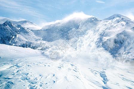 雪山崩裂图片