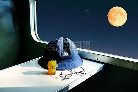 中秋回家的火车图片