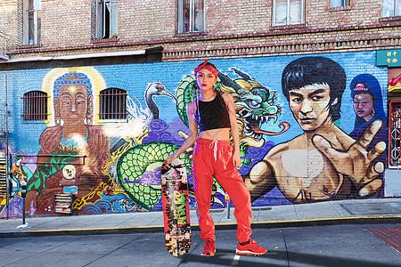 嘻哈少女图片