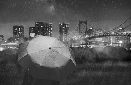 下雨天一个人图片