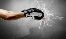 拳击打破图片