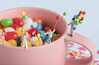 秋日气球女孩创意摄影插画图片