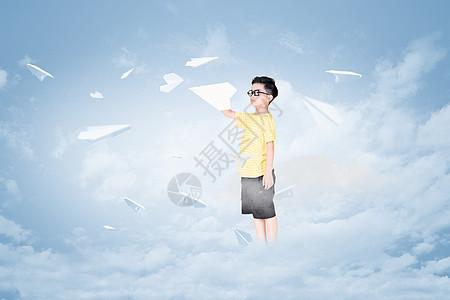 纸飞机与小男孩图片