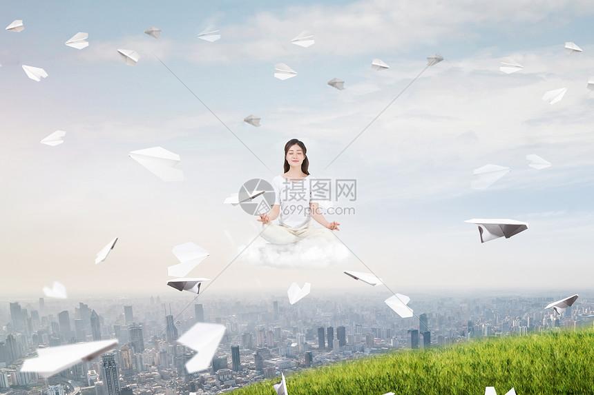 创意漂浮纸飞机图片