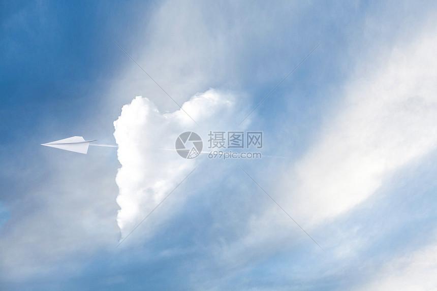 穿破云层图片